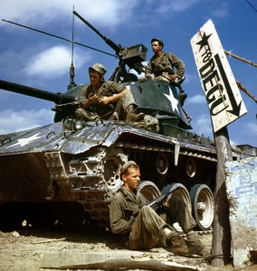 800px-HA-SC-98-06983-Crew_of_M24_along_Naktong_River_front-Korean_war-17_Aug_1950